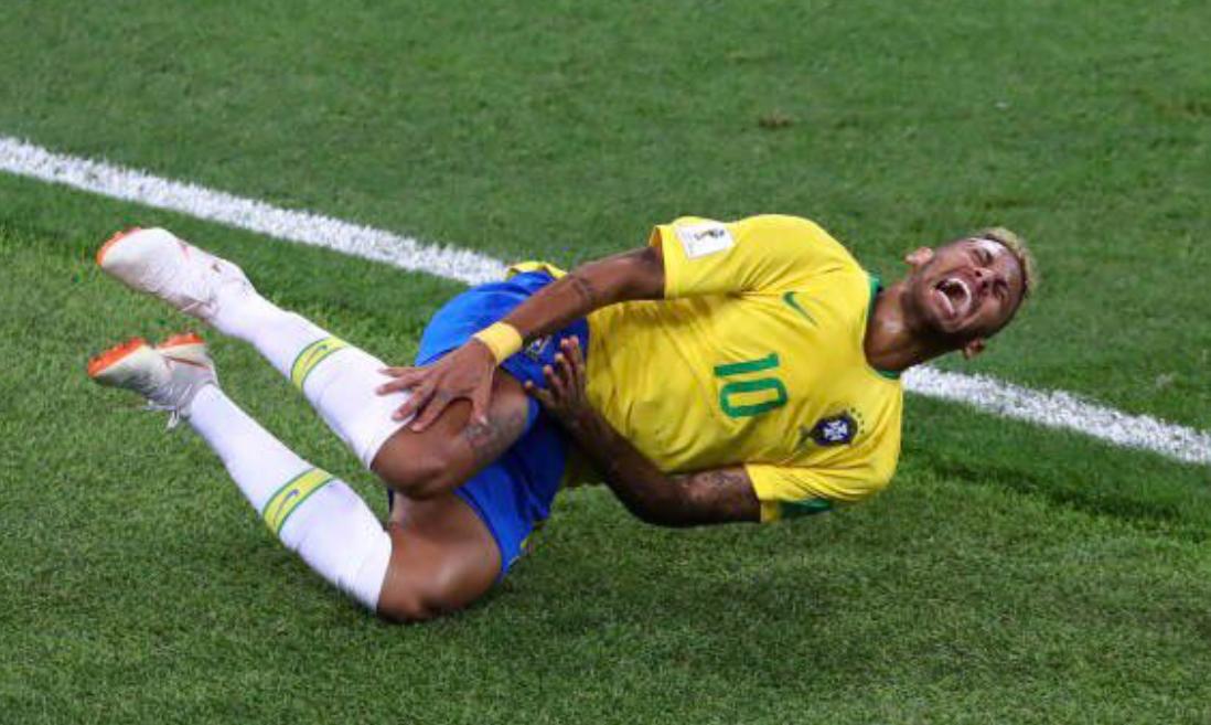 Neymari puhul on tihti raske aru saada, kas ta on tõesti viga saanud või mitte. Foto: Twitter @bicmuller