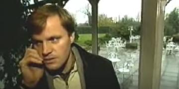 Tommi Mäkinen on just saanud telefonikõne, kus talle öeldakse, et ta on 1998. aasta maailmameister. Foto: kuvatõmmis YouTube'ist